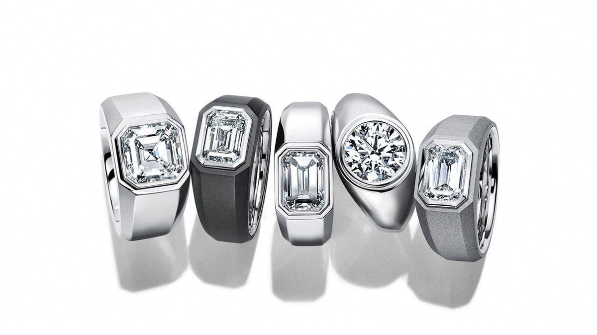Zásnubní prsteny už nezdobí jen prsteníčky žen, ale i mužů
