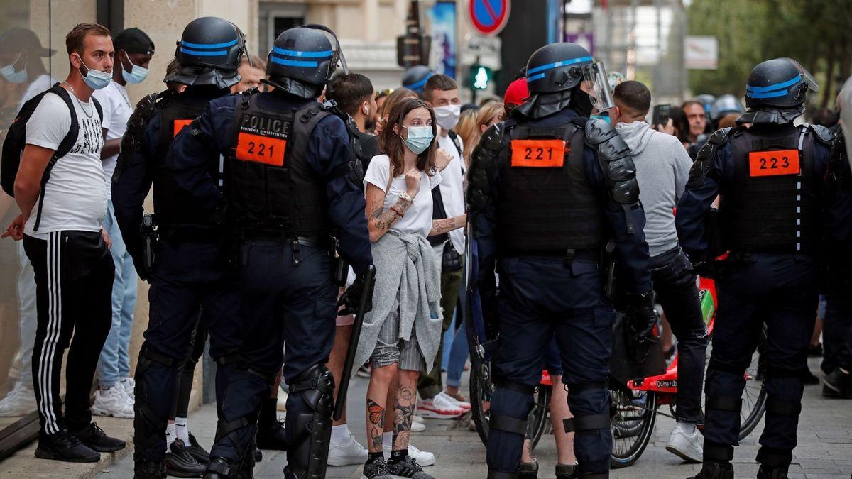 Francie: Povinná vakcína pro zdravotníky i hasiče