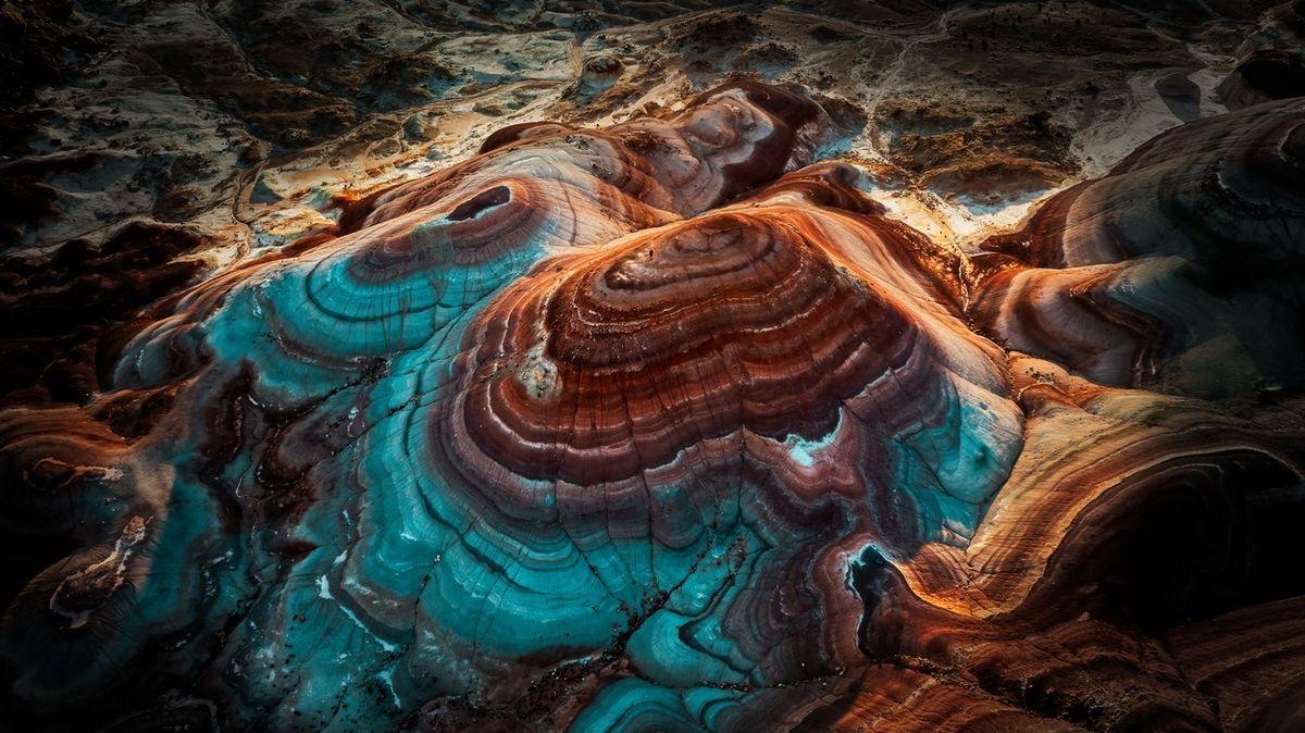 FOTO: Duhové hory v Utahu jsou jako z jiné planety. Mohou být fialové i modré