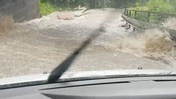 Evakuované obce, rozvodněné řeky. Lijáky pustošily Česko