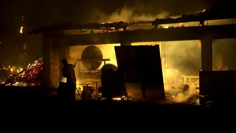 Požáry v Řecku zničily 150 domů. Ohrožují i Olympii, mniši se odmítli evakuovat