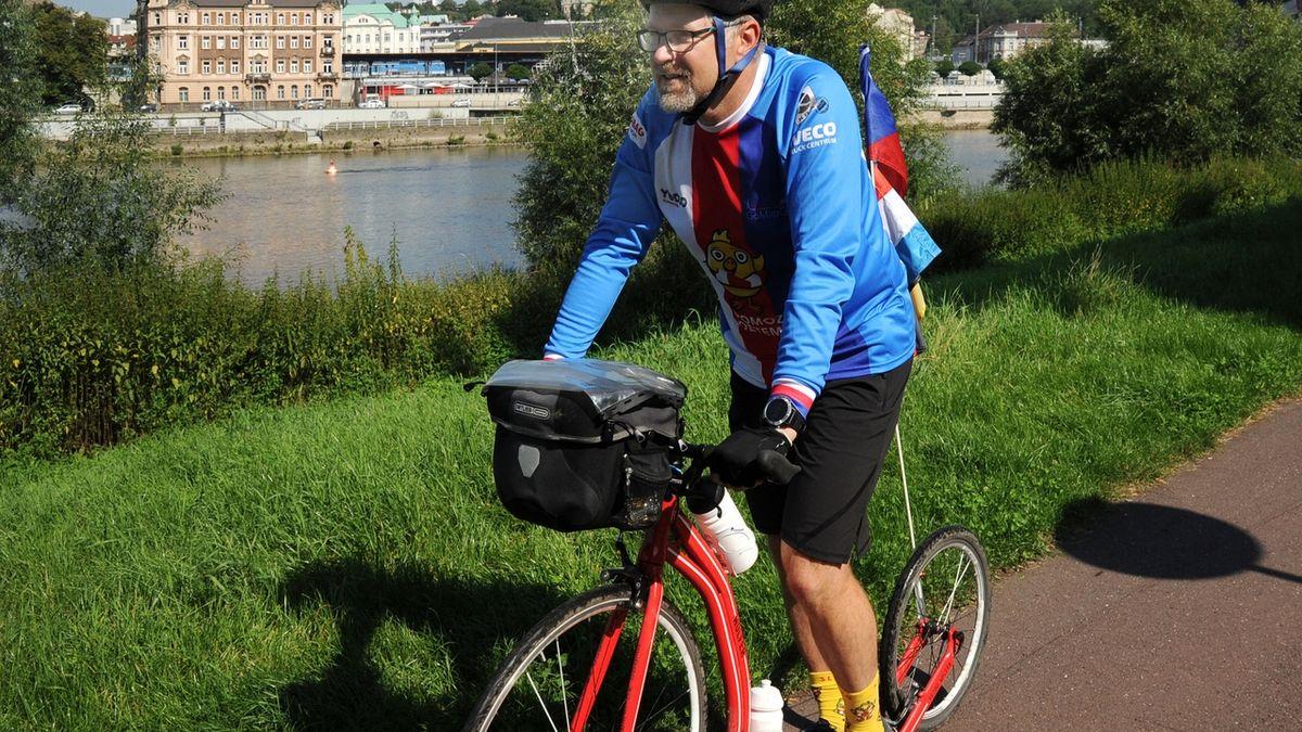 Ústečan ujel cestu z Paříže do Prahy na koloběžce za dva týdny