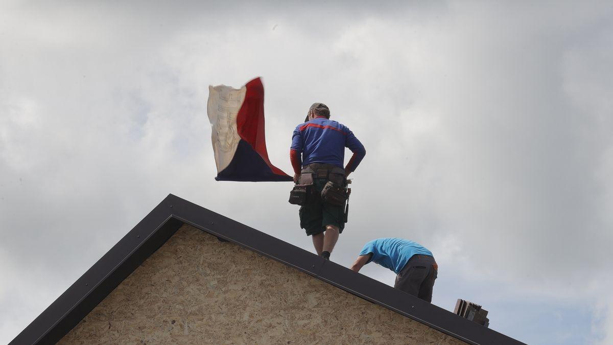 FOTO: Týden po apokalypse. Suť pomalu mizí, objevují se nové zdi a střechy