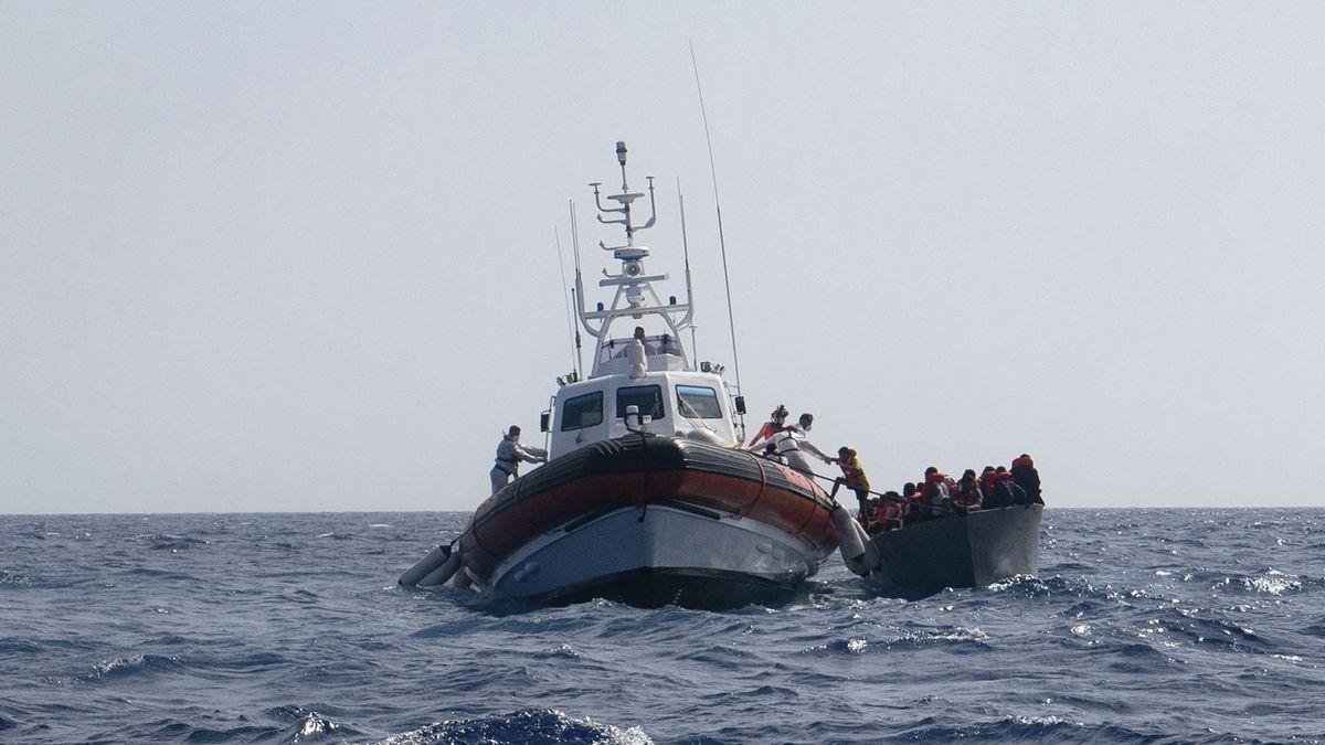 Pašeráci migrantů nabízejí vrácení peněz i slevy