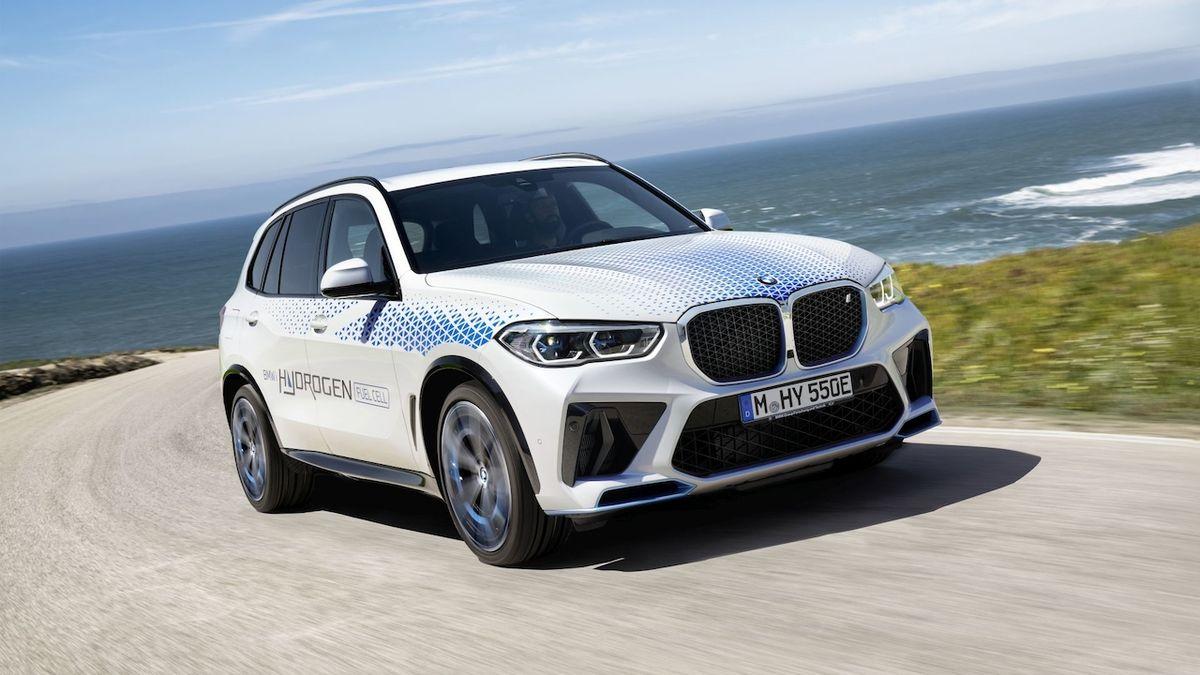 Vodíkové BMW iX5 na autosalonu v Mnichově sveze návštěvníky
