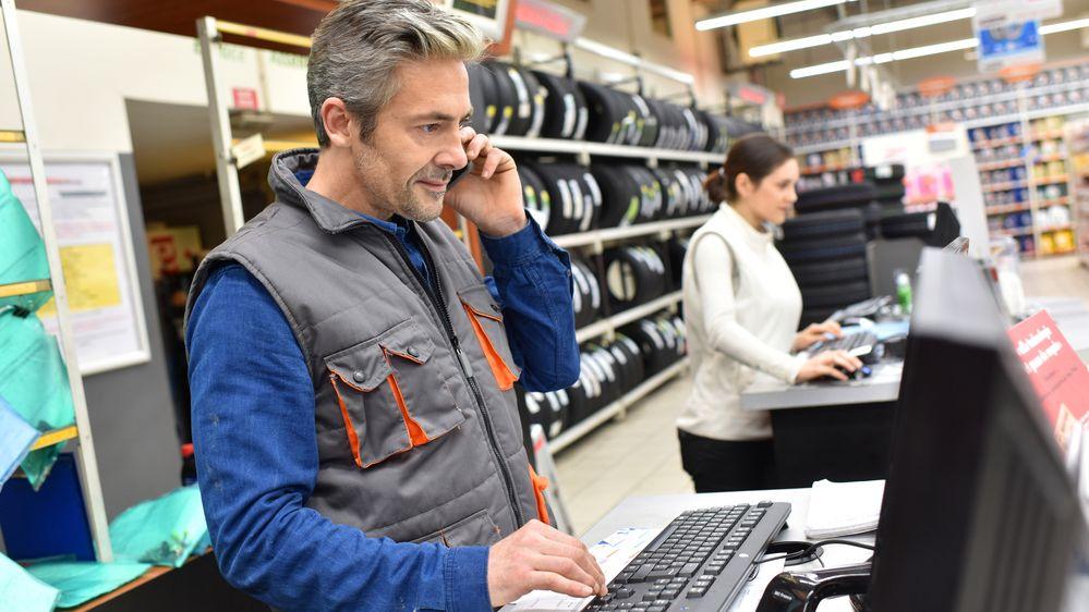 Finanční poradna: Prodavač se musí domluvit a umět poradit