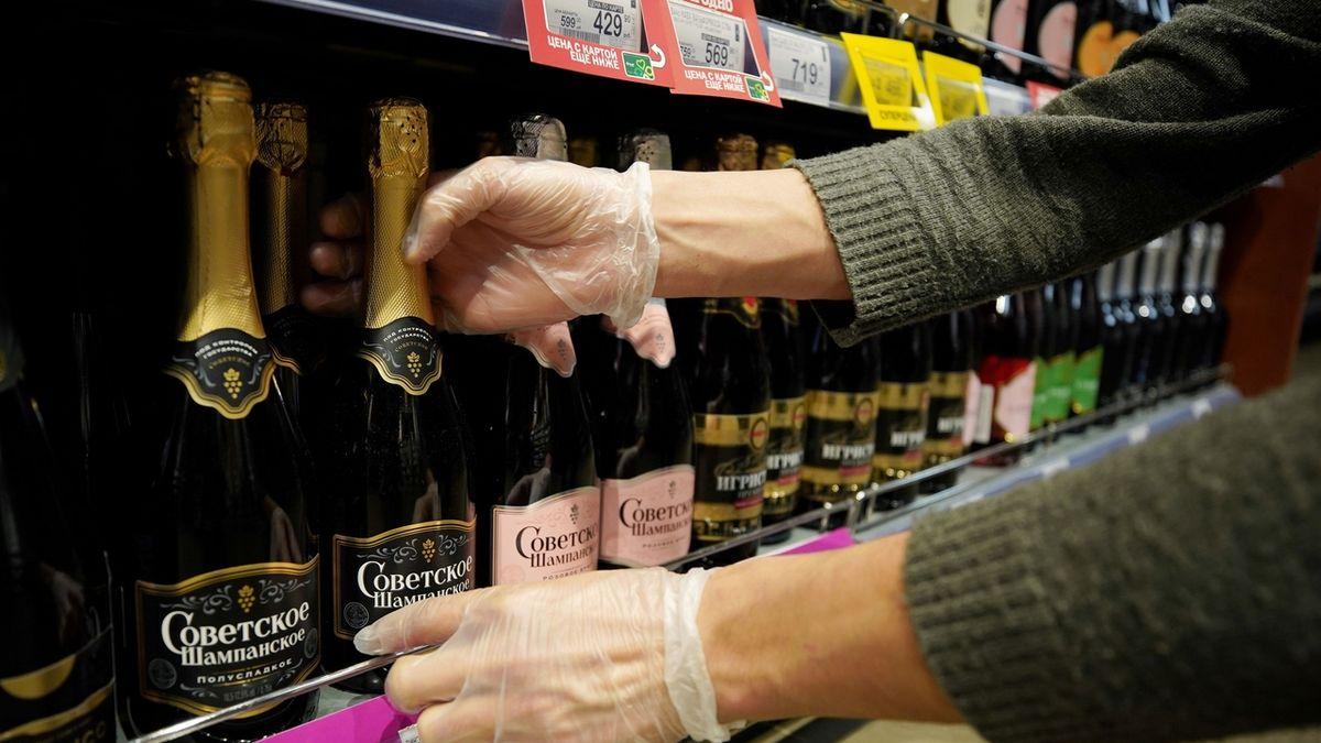 Paříž a Moskva zkříží kordy v boji o šampaňské