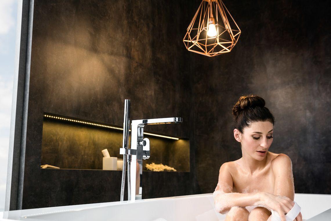 Dlouhý odpočinek v plně napuštěné vaně si rádo dopřává 11 % Čechů oslovených v průzkumu.