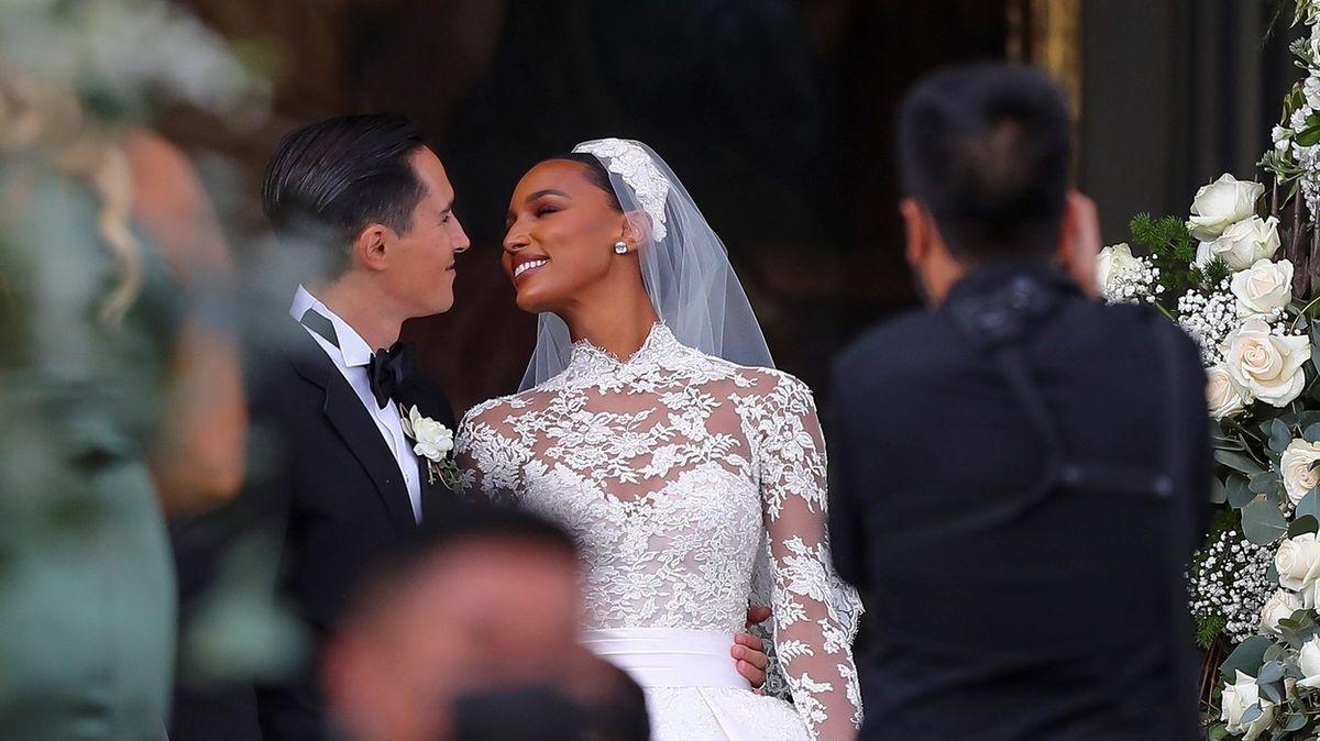 Nejkrásnější svatební šaty roku? Modelka Jasmine Tookesová se vdala