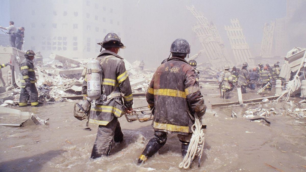 Slunečný den, co otočil dějinami. Jiří Pehe o 11. září 2001