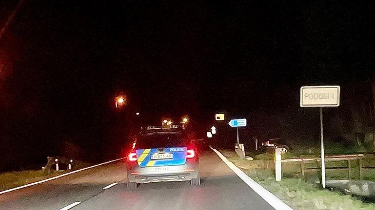 Na Písecku našli shořelé BMW. Uvnitř měla být mrtvá žena
