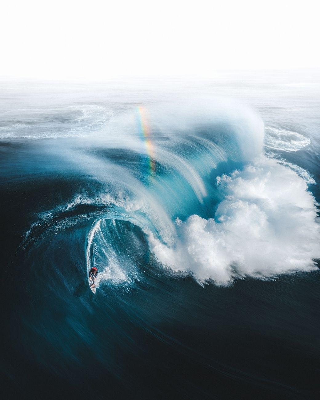 Zlato na konci duhy (Austrálie) - Vítěz kategorie Sport- Našel jsem zlato na konci duhy, když surfař Ollie Henry unikl obrovské vlně na pobřeží jihozápadní Austrálie, říká autor fotografie.