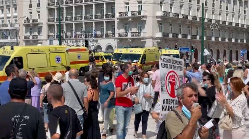 V Řecku poslali domů 6000 zdravotníků, dokud se nedají očkovat