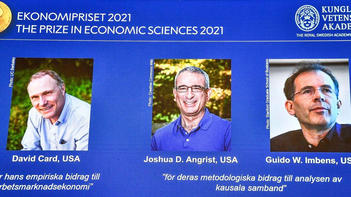 Letošní Nobelovu cenu za ekonomii získali vědci působící ve Spojených státech David Card, Joshua Angrist a Guido Imbens.