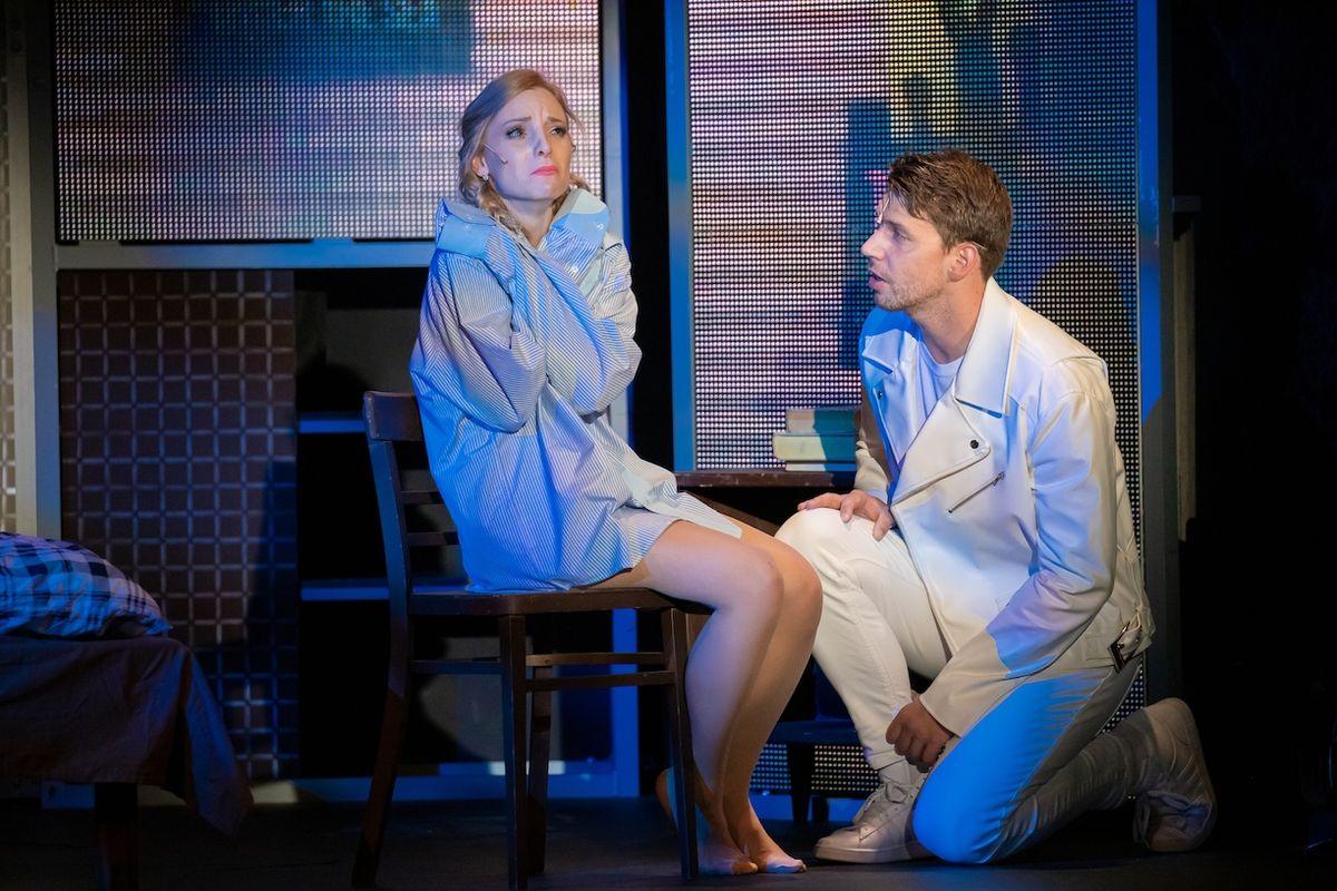 Nikola Ďuricová jako Kristýnka a Peter Pecha jako Jáchym v muzikálu Láska nebeská.