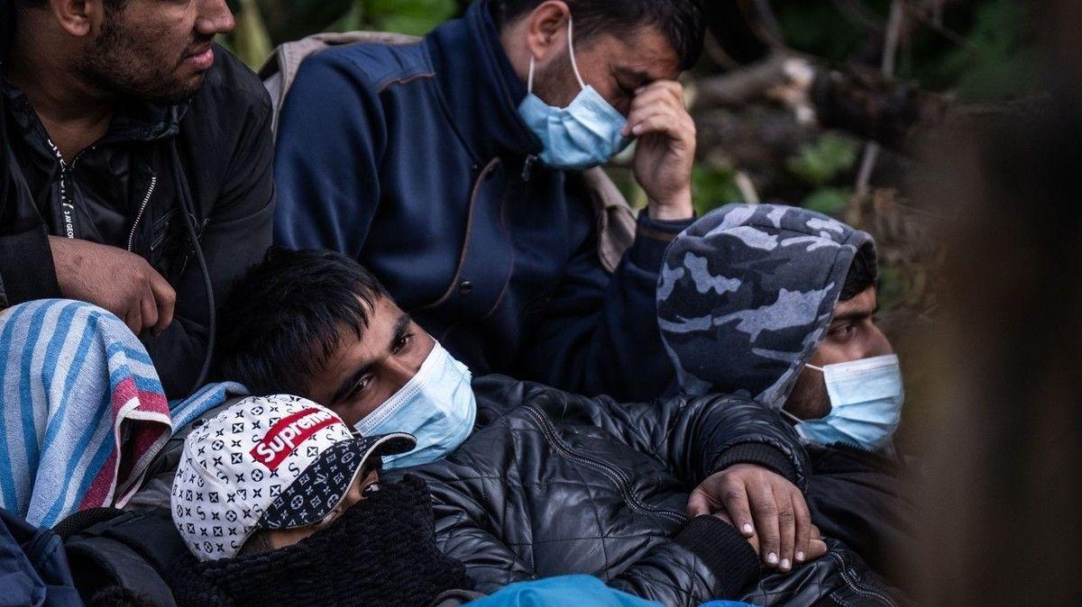 Pašeráci vysadili na útesu v Itálii ochrnutého migranta na vozíku