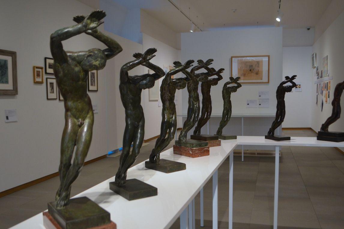 Plastika Raněný sochaře Jana Štursy je obsažena ve sbírkách hned několika českých galerií.