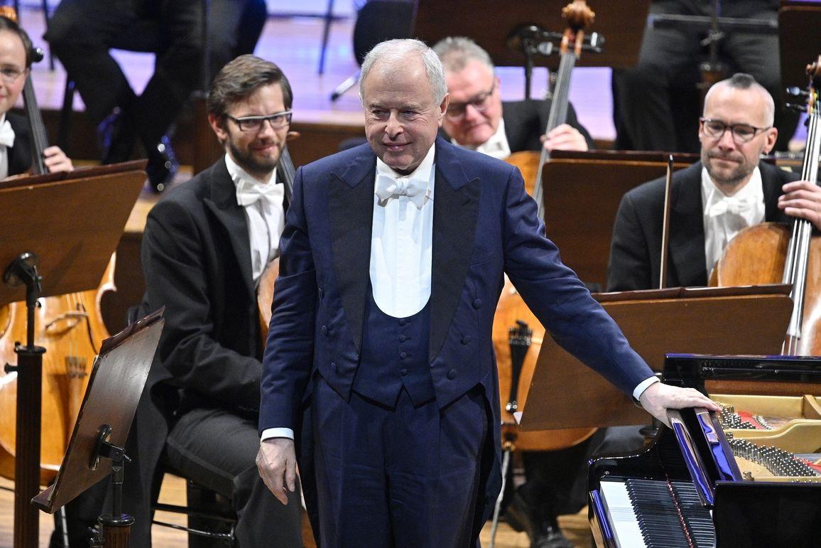 Česká filharmonie s dirigentem Andrásem Schiffem na závěrečném koncertě mezinárodního hudebního festivalu Dvořákova Praha