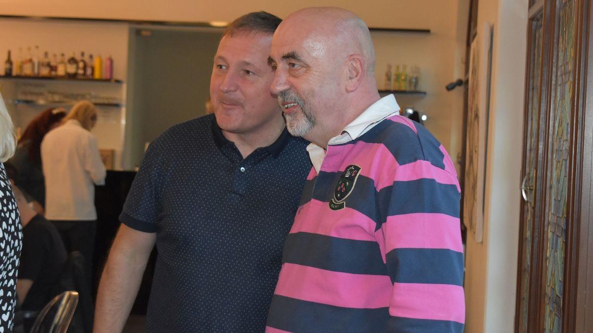 Nově zvolení poslanci z kandidátky vítěze voleb, koalice SPOLU - vlevo Petr Beitl, vpravo Vít Vomáčka