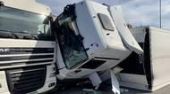 BEZ KOMENTÁŘE: Na Pražském okruhu se srazily dva kamiony