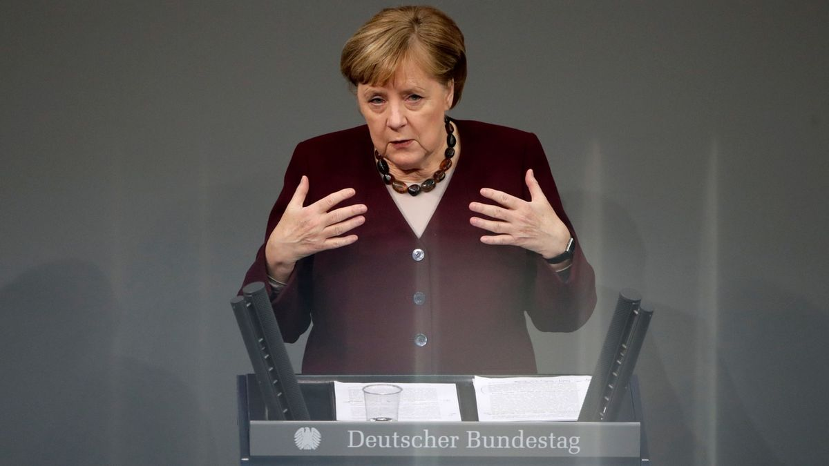 Němci zkouší mixovat vakcíny. Merkelová do toho šla