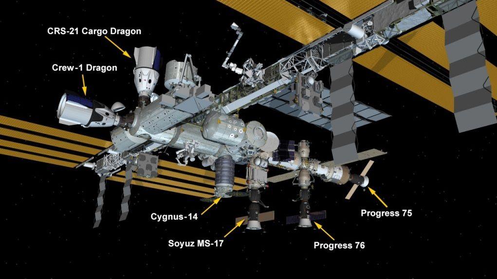 Nová nákladní loď Cargo Dragon zakotvila u ISS. Přivezla i vánoční dárky a krocana