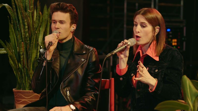 Klára Vytisková natočila místo křtu alba pár písní naživo. První je Gold