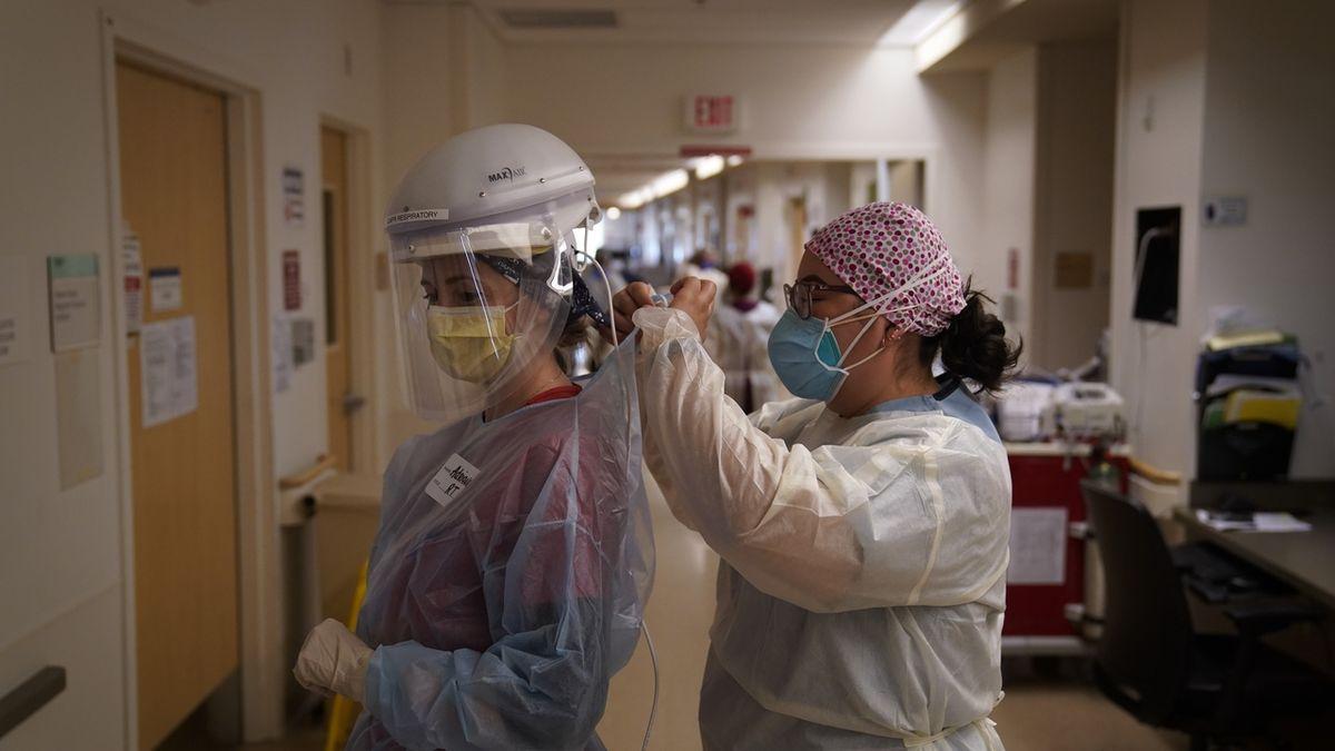 V USA podlehlo covidu skoro 3000 zdravotníků, třetina neměla dobré ochranné pomůcky