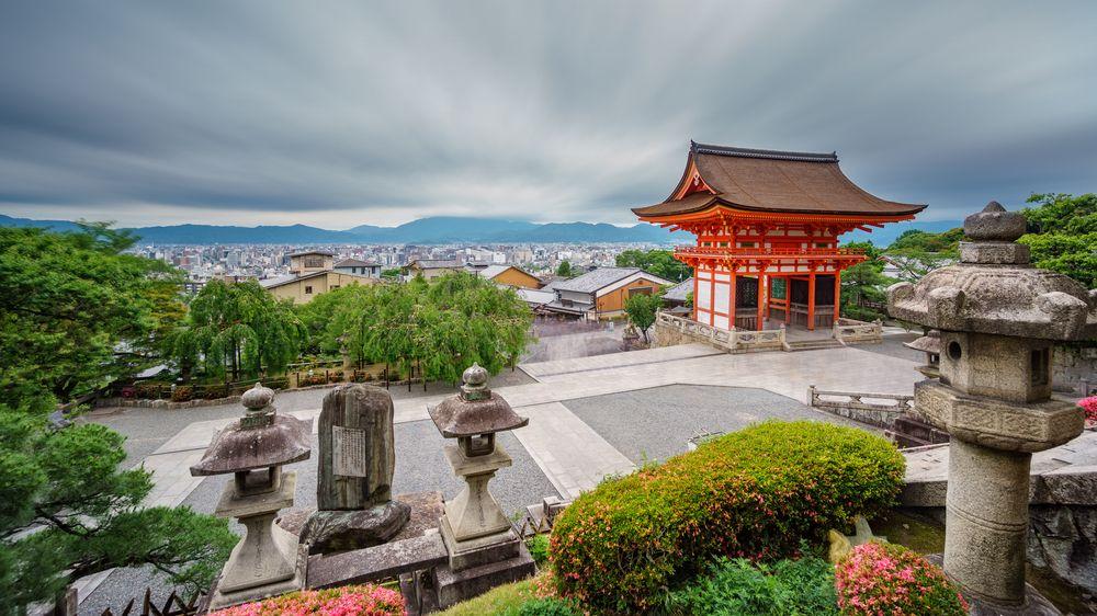 Počet turistů v Japonsku loni kvůli pandemii rekordně klesl