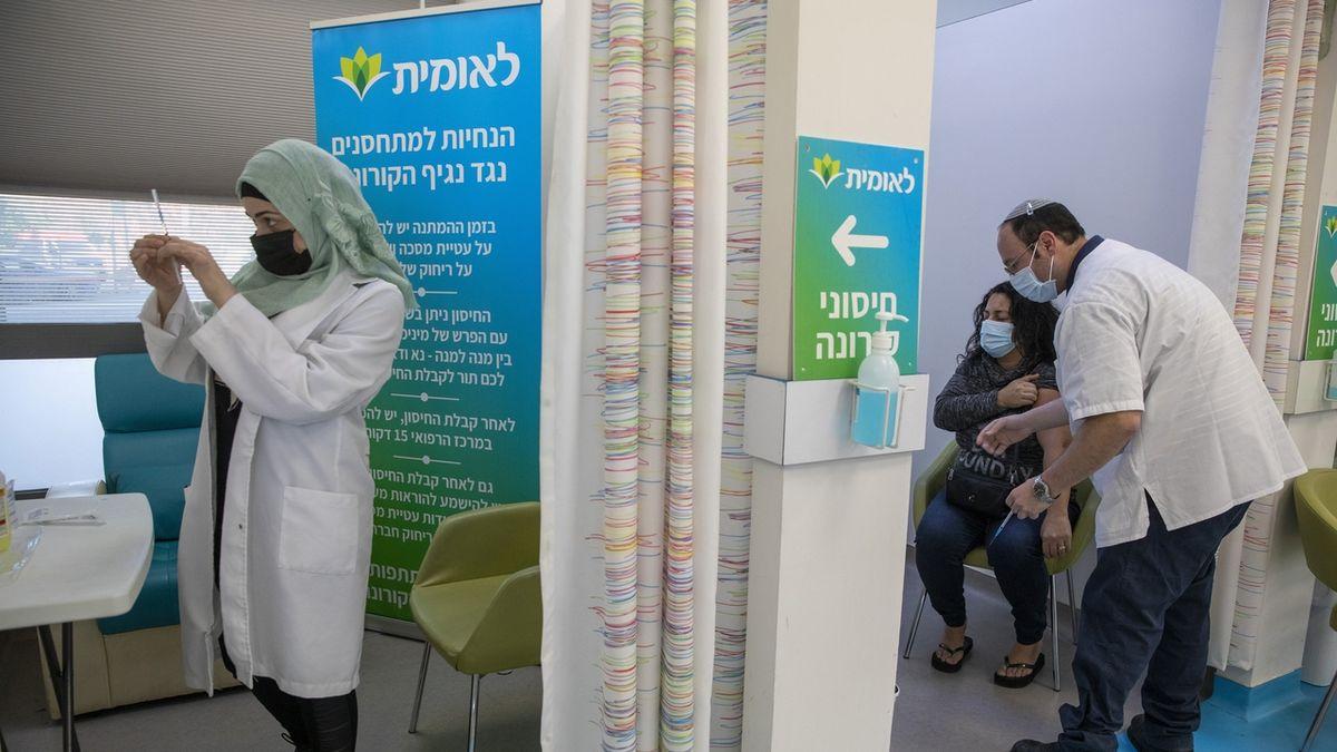 Izrael i přes sprint v očkování hlásí rekordní počet nakažených a prodlužuje lockdown