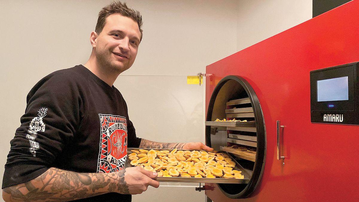 Jako první začal v Česku sušit chilli mrazem, sám zvládne maximálně habanero