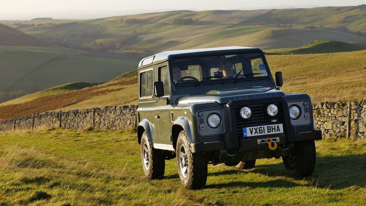 Výroba klasického Land Roveru Defender skončila před pěti lety