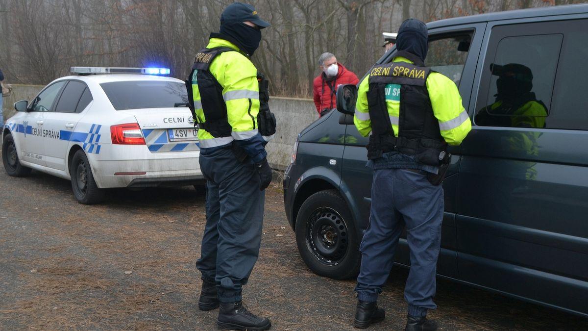 Strážníci i policisté budou moci zajistit auto kvůli nezaplacené pokutě, rozhodla Sněmovna