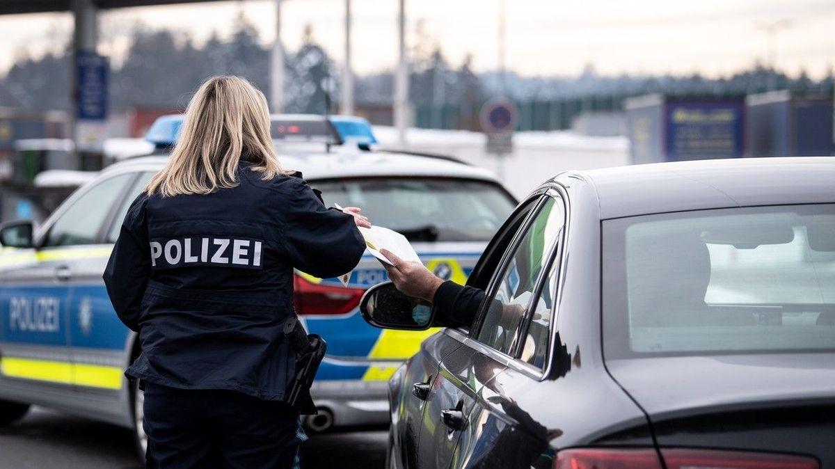 Jste nebezpeční, vzkázalo Německo a obnoví hraniční kontroly