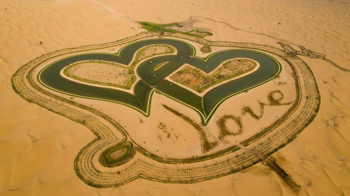 Jezera lásky v Emirátech jsou vidět až z vesmíru