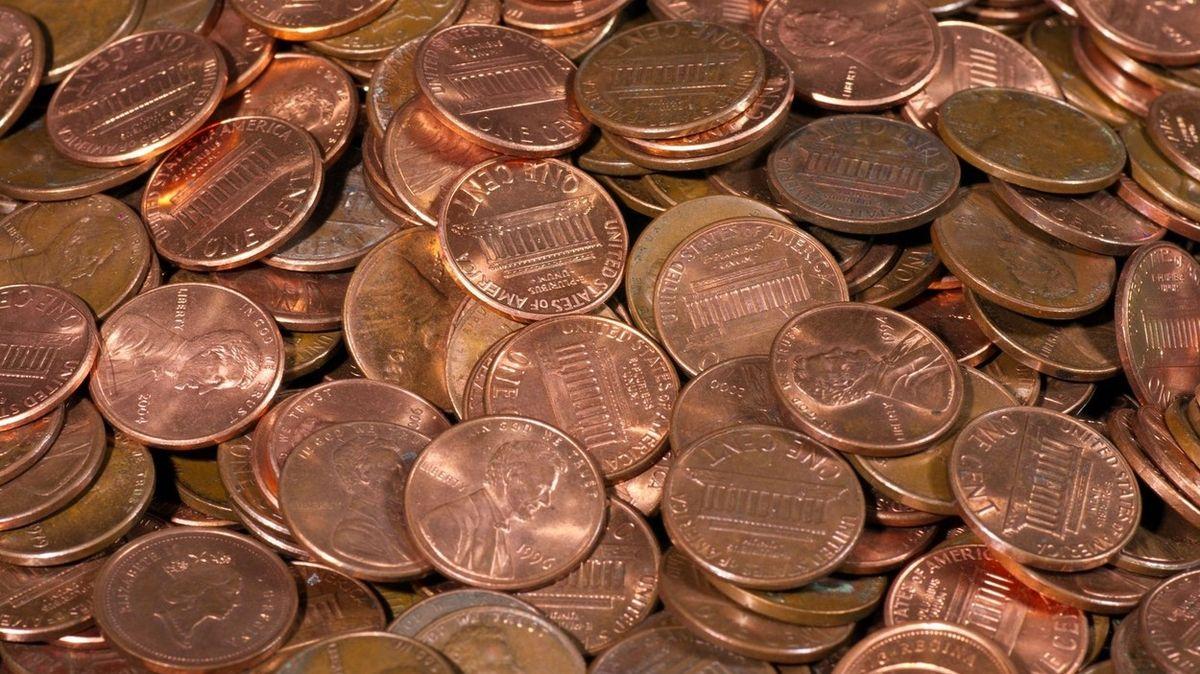 Mstivá firma vyplatila zaměstnanci poslední výplatu v drobných mincích
