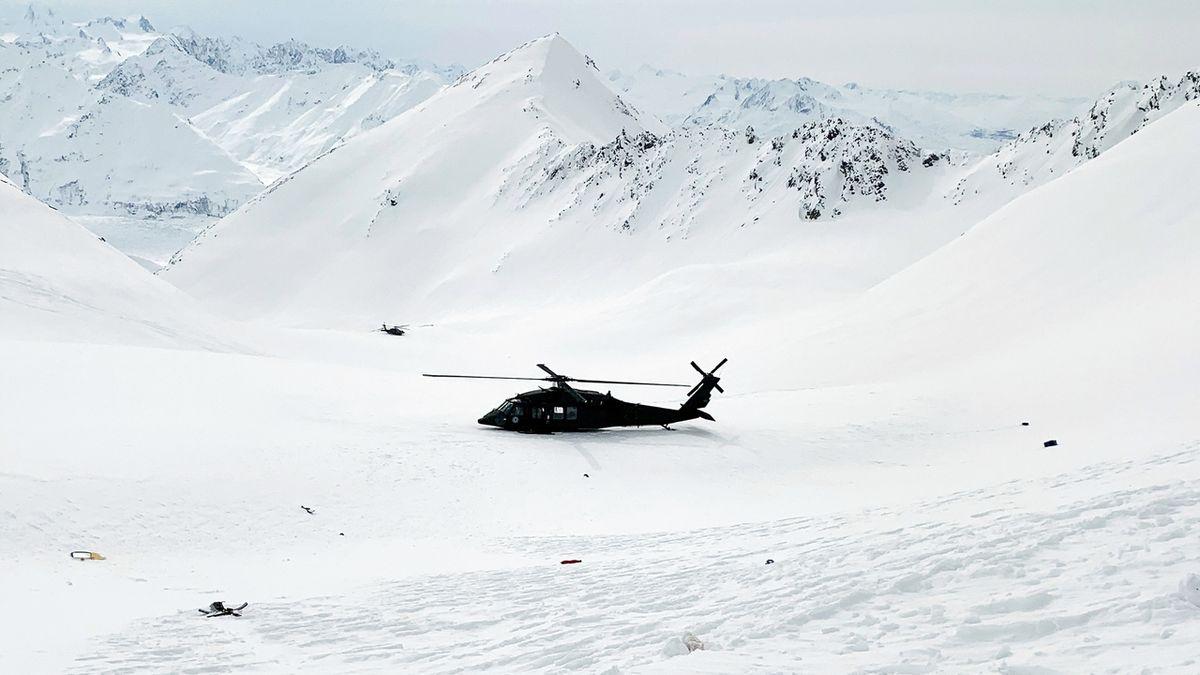 Vyšetřovatelé havárie Kellnerova vrtulníku řeší, proč byl pouze pilot mimo kabinu