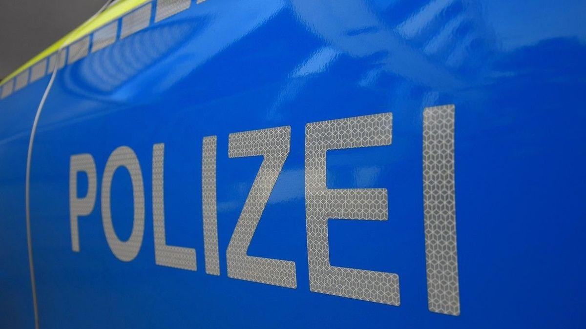 Berlínští policisté zažili brutální útok, spasil je útěk a slzný plyn