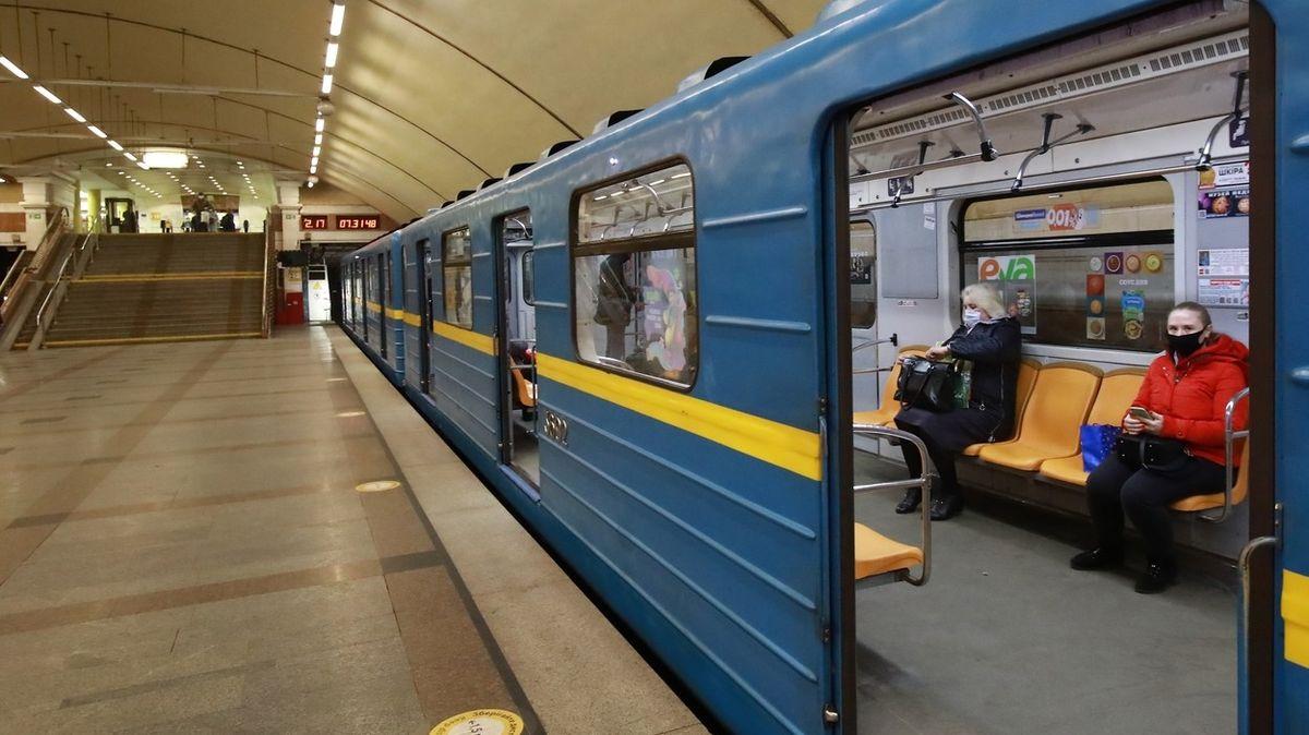 Na Ukrajině kvůli covidu omezili veřejnou dopravu, Kyjev zkolaboval