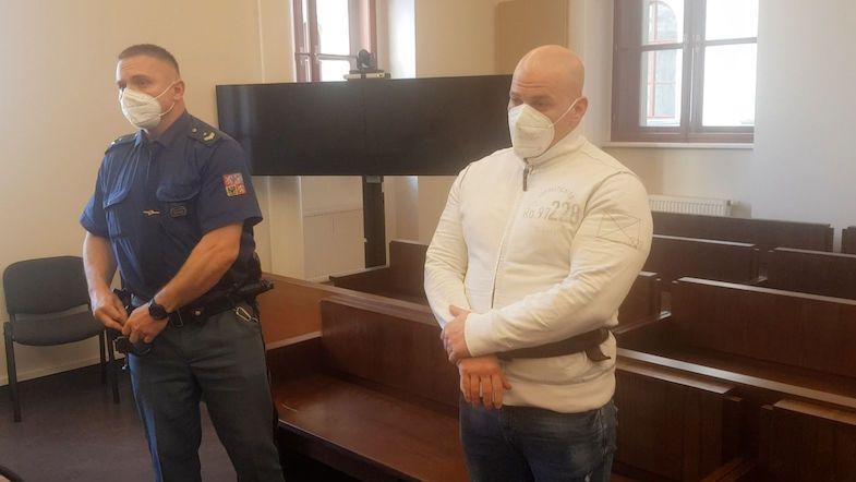Cítil jsem se napaden, řekl soudu muž, který střílel po policistovi
