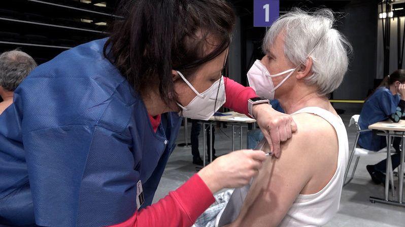V Praze spustili očkovací centrum v O2 universum, za den zvládne naočkovat až 7 tisíc lidí