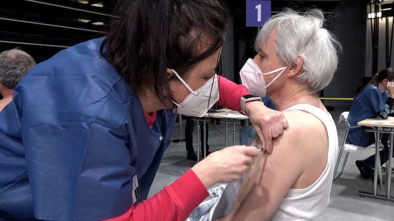 Zkraťte interval očkování, radí odborníci