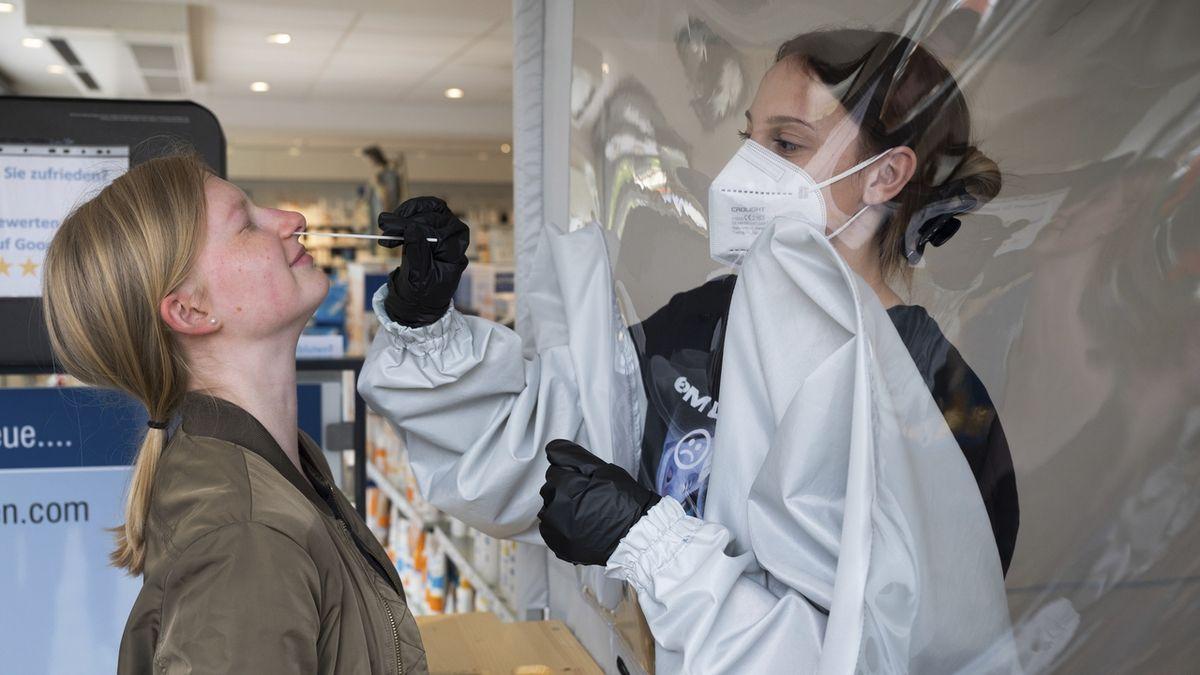 Pojišťovny: Testy na covid stojí ročně až 12krát více než očkování