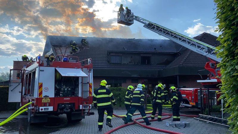 Za požár domu v Horoměřicích se škodou 40 milionů může ventilátor