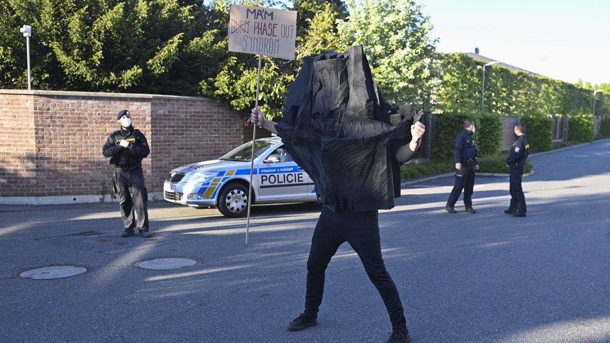 Poblíž Babišova domu v Průhonicích demonstrovali ekologové