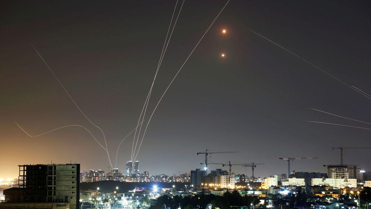 Hamás vypálil na Izrael 130 raket, nebe nad Tel Avivem chrání Iron Dome