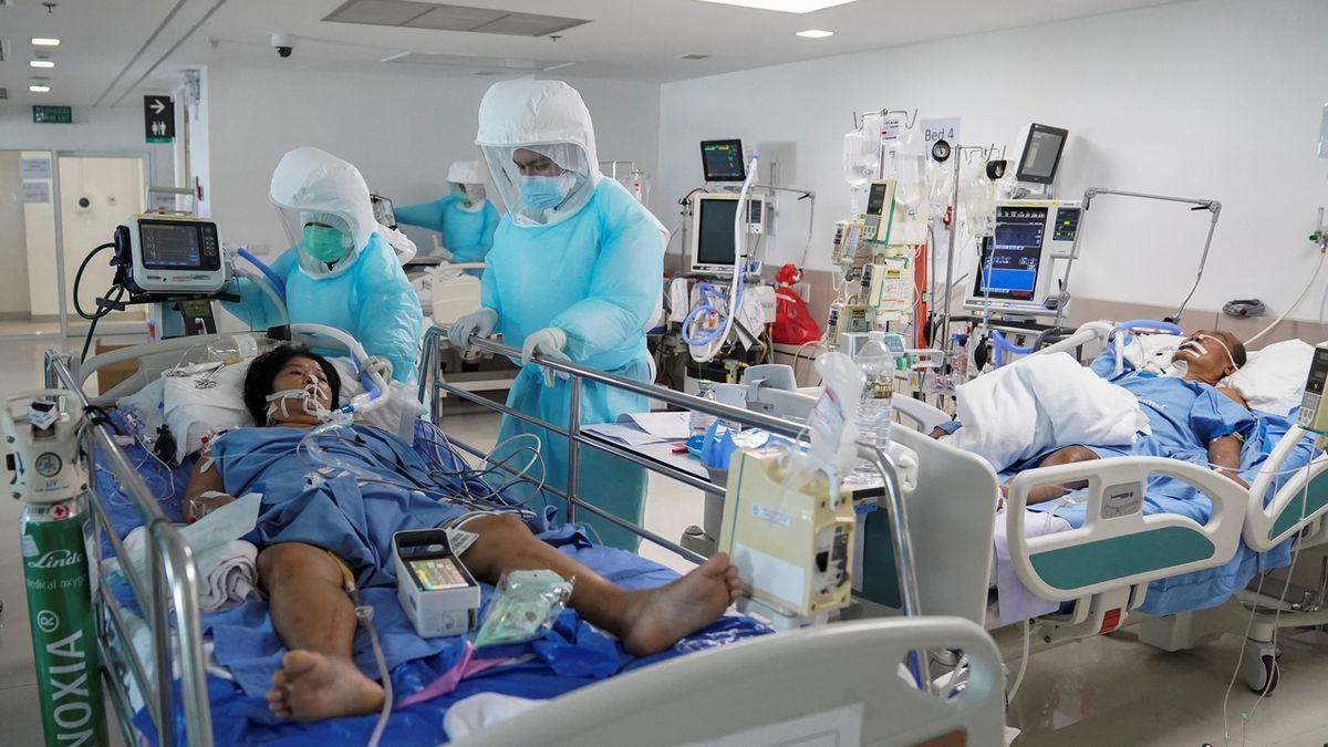 V Japonsku prudce přibývá nakažených. Přeplněná nemocnice nepřijala ani rodičku, dítě zemřelo