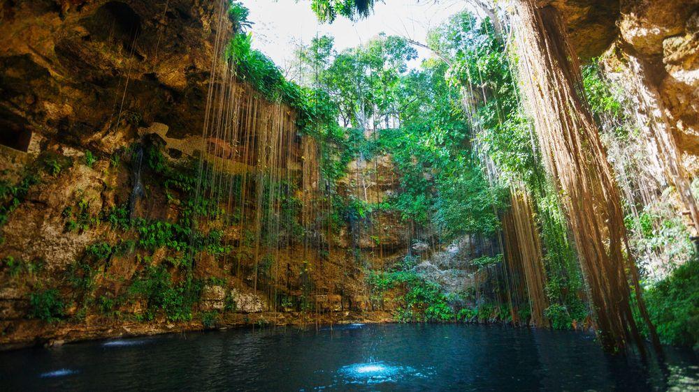 FOTO: Podzemní přírodní koupaliště leží na dosah jednomu ze světových divů