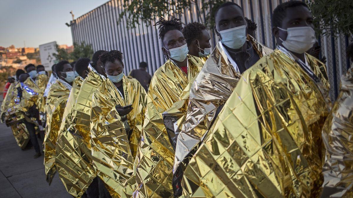 Maročtí migranti berou útokem španělskou enklávu Melille