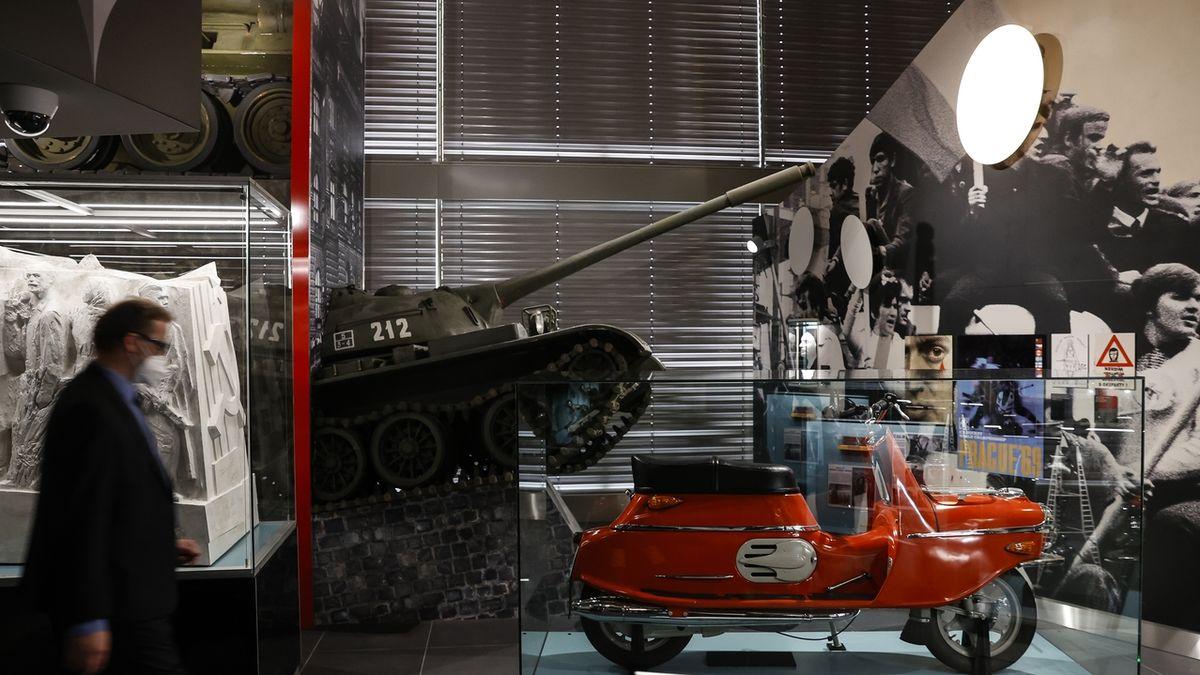 FOTO: Národní muzeum otevírá expozici českých dějin 20. století